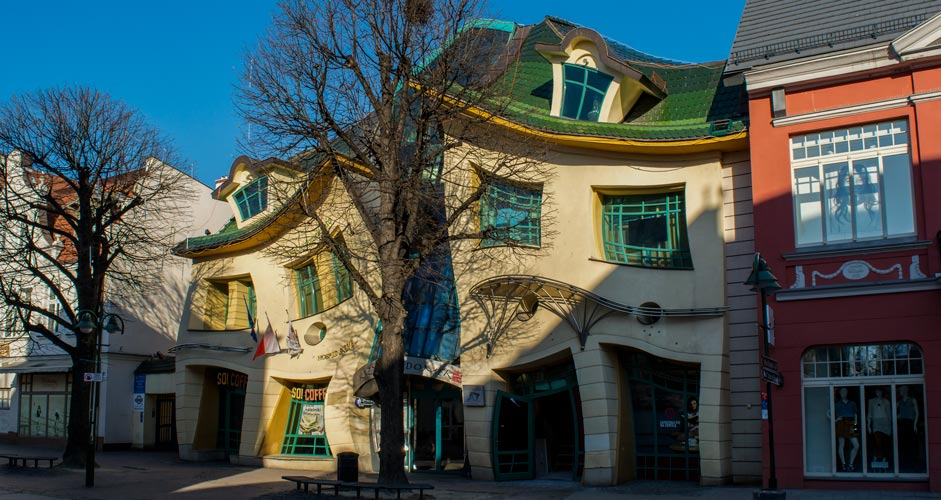 Crooked house