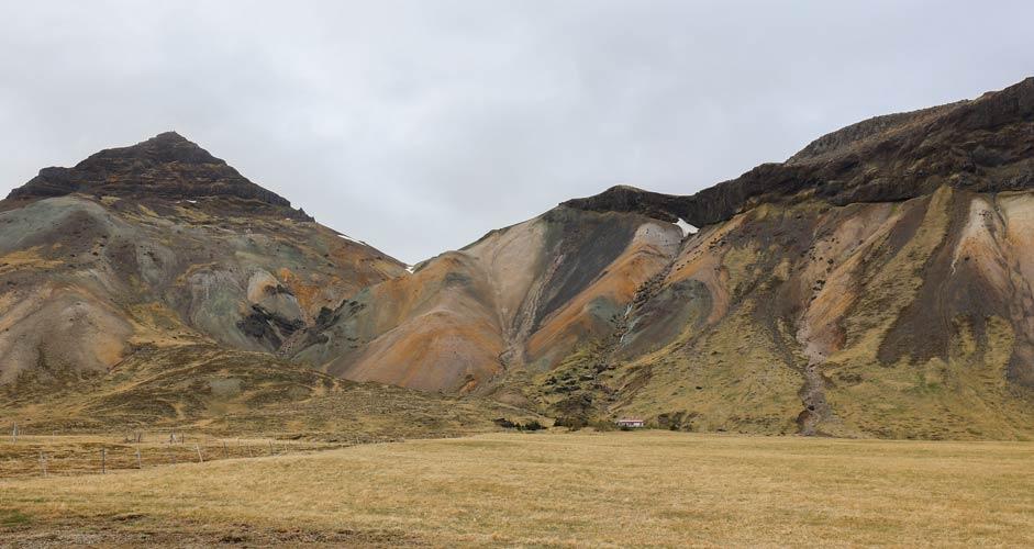Snaefellsnes - erivärisiä kallioita