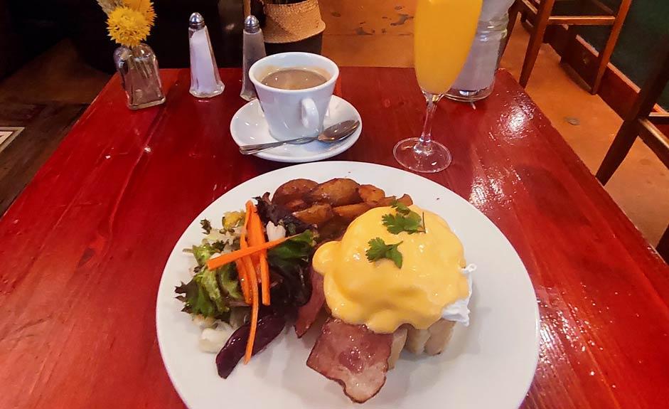Eggs Benedict - Milk - Aamiainen Barcelonassa