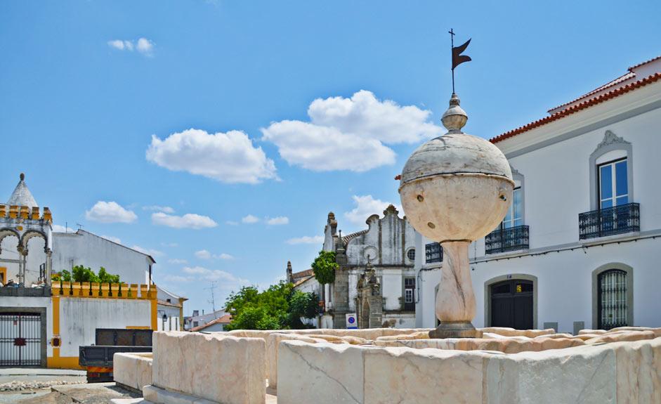 Largo da Porta de Moura -aukio, Évora